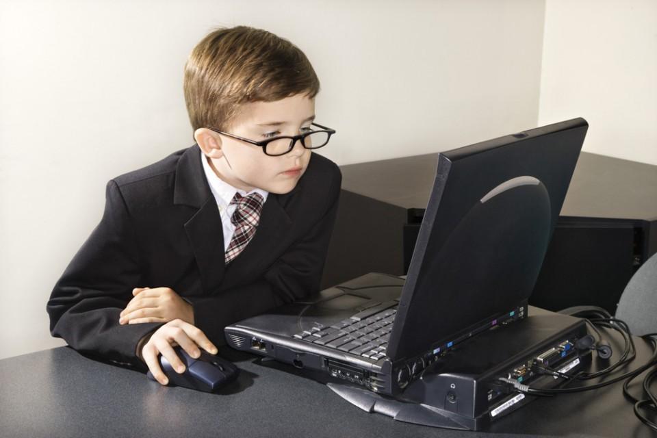 Как выбрать ноутбук для учебы школьникам и студентам
