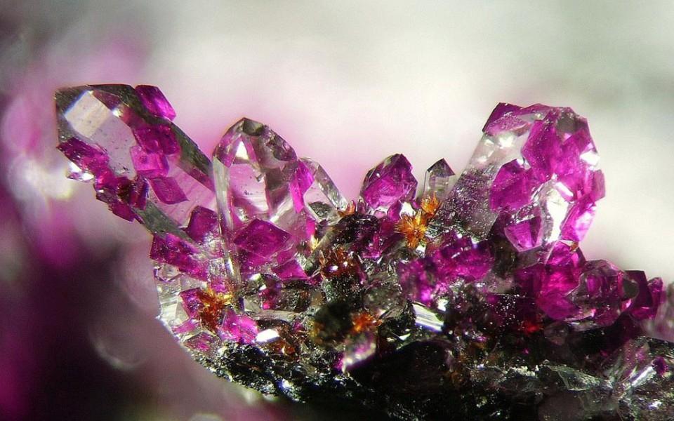 Кристаллы — тайны симметрии.